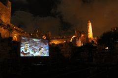 Puchar Świata finały 2014, Niemcy wygrywają - społeczeństwa przegląda przy antyczny wierza David przy nocą zdjęcia royalty free