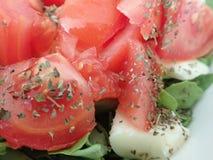 Puchar świeżego warzywa sałatka zdjęcia stock