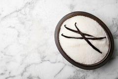 Puchar aromatyczny waniliowy cukier i kije obrazy royalty free
