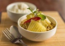 Puchar dzwoniący Tajlandzki jedzenie Zielenieje curry'ego Obraz Royalty Free