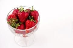 Puchar folujący z strawberrys Fotografia Royalty Free