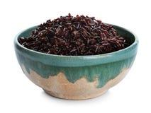 Puchar gotujący brązów ryż odizolowywający zdjęcia stock