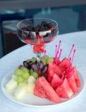 Puchar owoc na stole przy świętowaniem Fotografia Stock