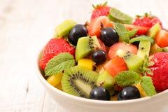 Puchar owocowa sałatka obraz stock