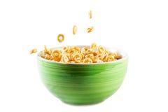 Puchar z cornflakes i mlekiem Fotografia Stock