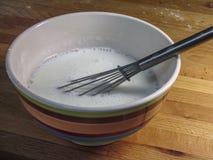 Puchar z maślanki i śmignięcia kuchnią Obraz Royalty Free