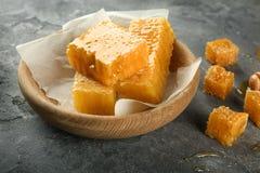 Puchar z słodkimi honeycombs Obraz Stock