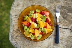 Puchar zdrowa świeża owocowa sałatka Zdjęcia Royalty Free