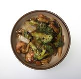pucharu chiński jedzenie smażąca zieleń odizolowywał fertania tofu warzywa biały Obrazy Stock