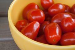 pucharu czereśniowy pomidorów kolor żółty Fotografia Royalty Free