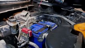 pucharu samochodowy dźwignięcie podnosząca nafciana zastępstwa usługa Mechanika mężczyzny opryskiwanie na bateryjnych dokrętkach zbiory