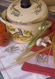 pucharu świezi makaronu pomidory Zdjęcie Stock