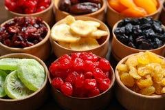 Puchary z różnymi wysuszonymi owoc na stole obrazy royalty free