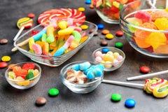 Puchary z wyśmienicie cukierkami obrazy royalty free
