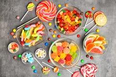 Puchary z wyśmienicie cukierkami zdjęcie royalty free