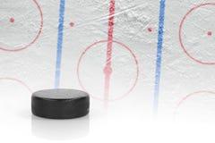 Puck en hockeygebied Stock Foto