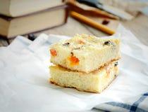 Pudín de arroz cocido con las frutas y las pasas secadas Fotos de archivo libres de regalías