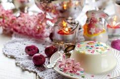 Pudín de Pascua en una tabla festiva Fotografía de archivo libre de regalías