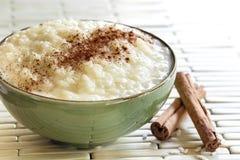 puddingów cynamonowi ryż Zdjęcia Stock