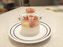Pudding bedekte fruitsalade stock foto