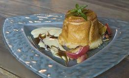 Pudding d'Apple avec de la crème Photo libre de droits
