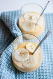 Pudding de banane dans un verre Images libres de droits