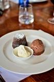 Pudding de chocolat avec de la glace de chocolat Image stock