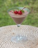Pudding de mousse de cacao de chocolat dans un verre photo libre de droits