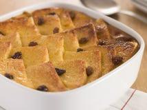 Pudding del burro e del pane in un piatto Immagini Stock Libere da Diritti