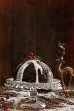 Pudding di natale con crema Fotografia Stock