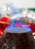Pudding di natale con la fiamma Immagini Stock