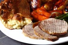 Pudding di Yorkshire e del manzo immagine stock