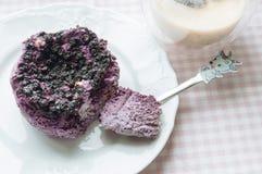 Pudding med blåbär och med is kaffe Arkivbilder