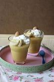 Pudding met bananen en vanillewafeltjes Royalty-vrije Stock Foto's