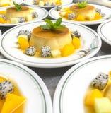 Pudding mit gewürfelter Frucht Lizenzfreie Stockbilder