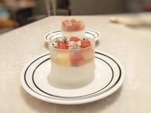 Pudding nakrywająca owocowa sałatka zdjęcie stock
