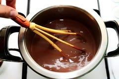 Pudding som förbereder sig i cookware Royaltyfria Bilder