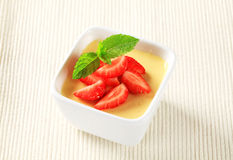 Pudding with strawberries Royalty Free Stock Photos