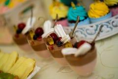 Pudding und Bonbons stockfotos