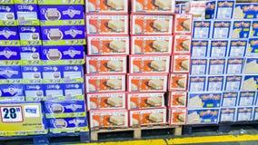 Pudełka Koszerni dla Passover Matzot, dla sprzedaży przy supermarketem fotografia stock