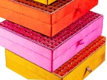 Pudełka różni kolory Zdjęcia Royalty Free