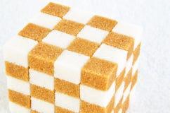 Pudełka z cukrowymi sześcianami lubią Rubik's sześcian Zdjęcia Stock