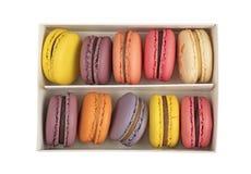 Pudełko Francuscy macaron ciastka odizolowywający na bielu Fotografia Royalty Free
