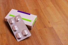 Pudełko pigułki Talerz pigułki Pakować z pastylkami obraz stock