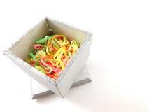 Pudełko z elastycznymi zespołami inside fotografia royalty free