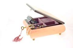 pudełko zaskorupiający się kolii perły zegarek Zdjęcia Royalty Free