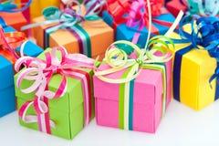 pudełkowaci kolorowi prezenty Fotografia Royalty Free