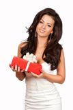 pudełkowatego prezenta szczęśliwa mienia kobieta Biały tło Zdjęcie Royalty Free