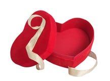 Pudełkowaty czerwony serce i złoty faborek Zdjęcia Stock