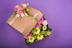 pudełko kwitnie prezent Fotografia Stock
